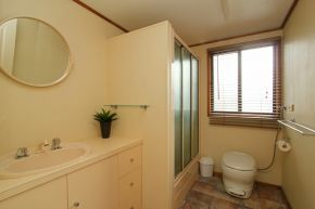 Osprey Houseboat Bathroom